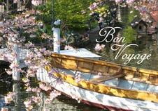 Vykortet med en sikt av ett träfartyg i Köpenhamn i Danmark omgav beautifully vid ett hav av blommor för ‹för †i en liten sj royaltyfri fotografi