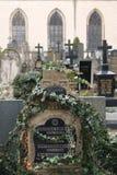 著名历史的Vysehrad公墓在布拉格秋天天 免版税图库摄影