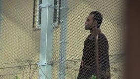 Vysni Lhoty, чехия, 25-ое октября 2015: Размещение беженца в лагере военнопленных в Vysni Lhoty акции видеоматериалы