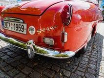 VYSOKE MYTO, ЧЕХИЯ - SEPT. 09 2018 Историческое красное cabrio Skoda Фелиции автомобиля на квадрате в Vysoke Myto Стоковое фото RF
