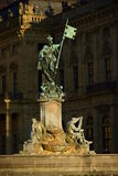 WÃ ¼ rzburg, Niemcy - Historyczna statua z fontanną przy biskup siedzibą Zdjęcie Royalty Free