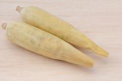 Wächserner Mais, wächserner Mais auf hölzernem Hintergrund Lizenzfreie Stockbilder