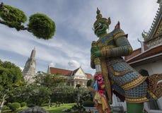 Wächter-Riese von Wat Arun, Bangkok, Thailand Lizenzfreies Stockbild