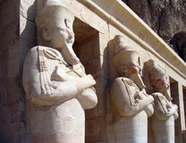 Wächter am Tempel der Königin Hatshepsut, Ägypten stockfotografie