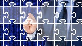 Wählen des Einteilers einer Puzzlespiellösung Stockfoto