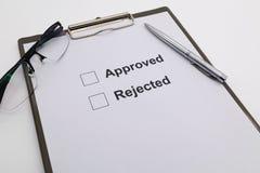 Wählen Sie anerkanntes oder zurückgewiesen vor stockfoto