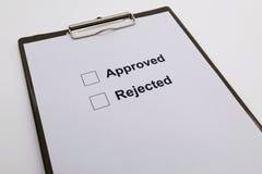 Wählen Sie anerkanntes oder zurückgewiesen vor lizenzfreie stockfotografie