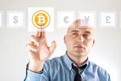 Wählen von bitoins als Währung Stockfoto