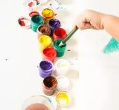 Wählen von Farben für erste Zeichnung stockbild