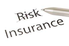 Wählen von Versicherung anstelle des Risikos lizenzfreie stockfotografie