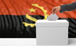 Wähler auf einem Angola-Flaggenhintergrund Abbildung 3D Stockfotografie