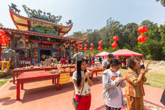 Während des Feier Chinesischen Neujahrsfests im chinesischen Tempel Stockfotos