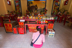 Während des Feier Chinesischen Neujahrsfests im chinesischen Tempel Stockbild