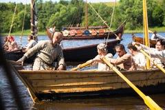 Während des internationalen historischen Festivals Ladogafest-2013 am 13. Juli 2013 auf Ladoga, Russland Stockbild