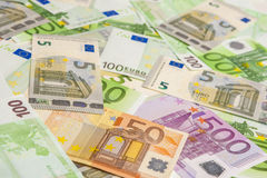 Währungs-Konzept: Zusammenhangloser Haufen der europäischen Banknoten-Währung Lizenzfreies Stockfoto