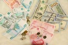Währungsdollar, Yuan, Rubelbanknoten Stockbild