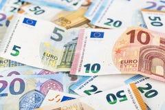 Währungseurobanknoten-Rechnungshintergrund der Europäischen Gemeinschaft Euro 2, 10, 20 und 50 Konzepterfolgsreichwirtschaft Auf  Lizenzfreie Stockbilder