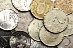 Währungshintergrund von den russischen Münzen Stockfotos
