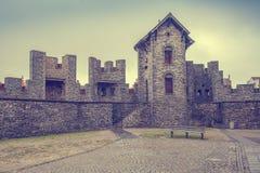 Wälle des mittelalterlichen Schlosses Stockfoto