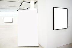 Wände im Museum mit Feldern Stockfotos