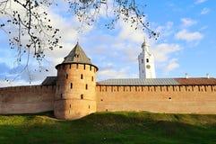 Wände Novgorod der Kreml im sonnigen Herbst in Veliky Novgorod, Russland Stockfoto