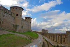 Wände und Türme schönen Carcassone-Schlosses Stockbild