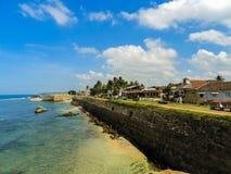 Wände von Galle-Fort mit dem Ozean lizenzfreie stockbilder