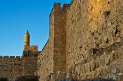 Wände von Jerusalem und von Kontrollturm von David stockfotos