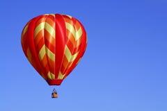 Wärmen Sie farbigen Heißluft-Ballon Lizenzfreies Stockbild