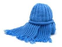 Wärmen Sie gestrickten Schal und Schutzkappe stockfoto