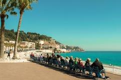 Wärmen Sie sonnigen Seeplatz, fantastisches Panorama von Nizza, Frankreich, horizo lizenzfreie stockfotografie