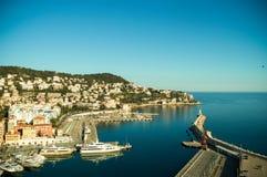 Wärmen Sie sonnigen Seeplatz, fantastisches Panorama von Nizza, Frankreich, horizo lizenzfreies stockbild