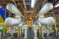 Wärmetauscheroberteil und -rohr an der offshor Öl- und Gaszentralanlage lizenzfreies stockbild