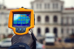 Wärmeverlust-Inspektion mit Infrarotwärmekamera Stockbild