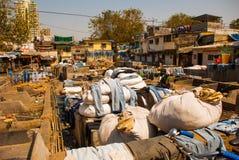 Wäsche-Service in Indien Wäscherei, trockene Sachen auf der Wäscheleine Mumbai lizenzfreie stockfotografie