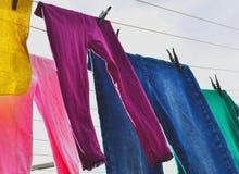Wäscherei auf der Linie stockbild
