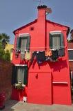 Wäscherei auf orange Haus Stockbild
