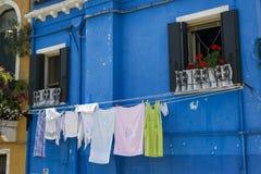 Wäscherei am Fenster in Burano Lizenzfreies Stockfoto