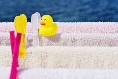 Wäscherei hängt am Trockner lizenzfreie stockfotos