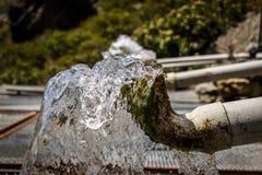Wässern Sie in der Stadt, Ablagerung des Wassers lizenzfreie stockbilder