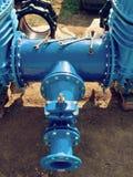 Wässern Sie Rohrleitung mit neuen Schiebern und Reduzierungsmitglied Lizenzfreies Stockfoto