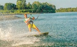 Wässern Sie Spaß und das Kiteboarding in Ada Bojana, Montenegro Lizenzfreie Stockfotografie