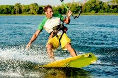 Wässern Sie Spaß und das Kiteboarding in Ada Bojana, Montenegro Stockfoto