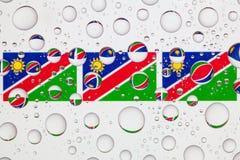 Wässern Sie Tropfen auf Glas und Flaggen von Namibia Lizenzfreies Stockfoto