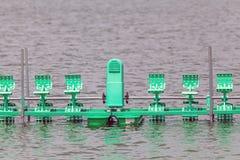 Wässern Sie Turbine im Fluss am Park Lizenzfreies Stockbild