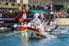 Wässern Sie turnierende Leistung während StLouis-Festivals am stree Stockbilder