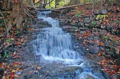 Wässern Sie Zeile des Falles achte, Halton Hügel, Ontario lizenzfreie stockfotografie