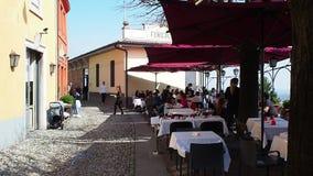 Włoch bergamo starego miasta mały kwadrat przy przyjazdem San Vigilio funicular zdjęcie wideo