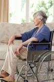 wózek inwalidzki jej przechodzić na emeryturę kobieta Obraz Royalty Free