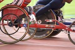 Wózek inwalidzki niepełnosprawni setkarzi Obrazy Stock